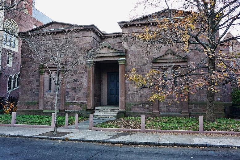 """""""The Tomb"""" l'edifico di Yale riservato solo ai membri della confraternita"""