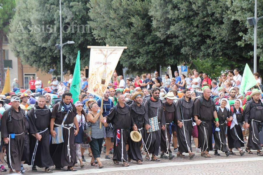 I marcianti mentre arrivano ad Assisi