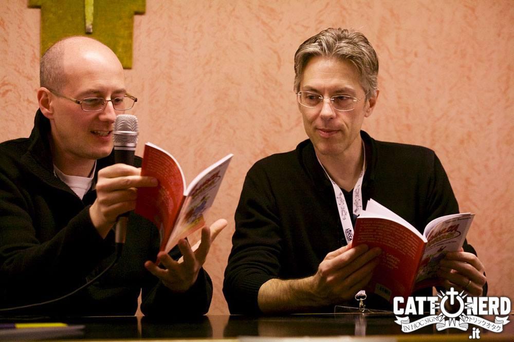 """Don Tommaso Danovaro e Leo Ortolani durante la conferenza su """"Codamozza e il professore"""""""