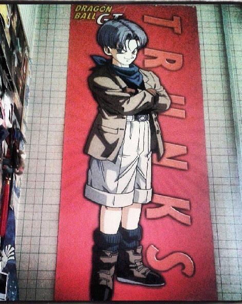 Il poster di Trunks davanti al mio letto..