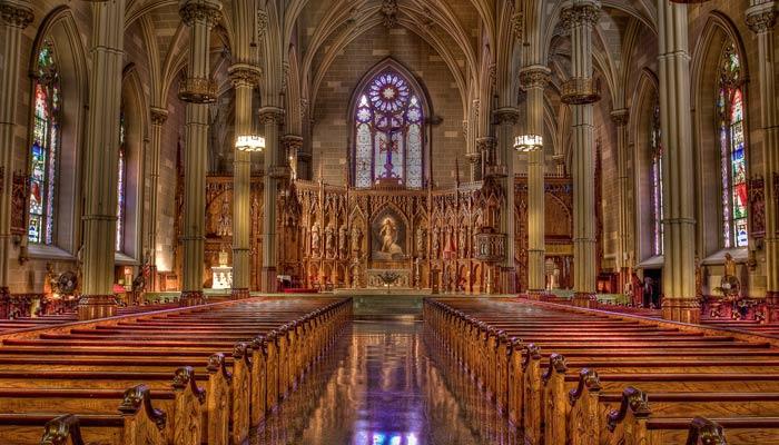 interno della cattedrale di san patrizio a new york